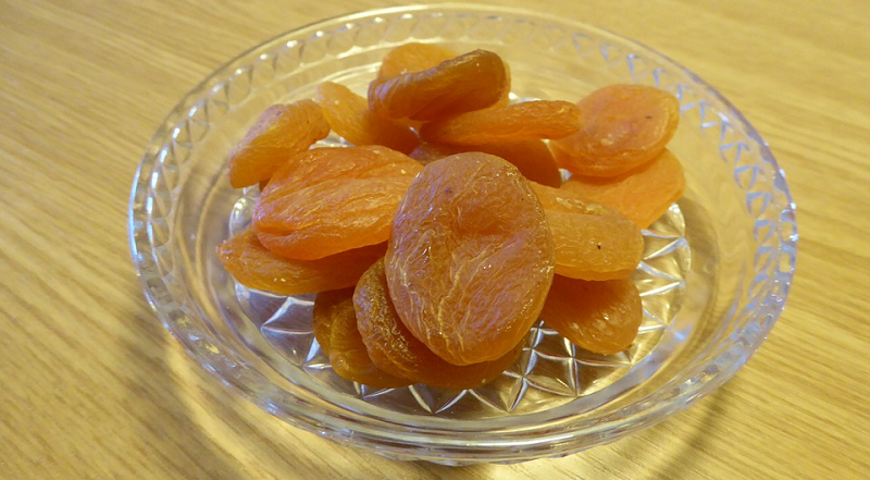 apricots dried image